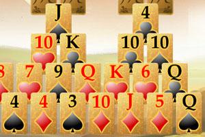 《金字塔纸牌拼接》游戏画面1