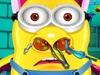 小黄人鼻子受伤了