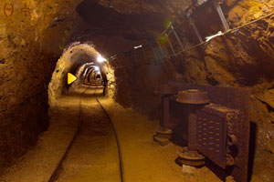 《逃离地下采矿隧道》游戏画面1