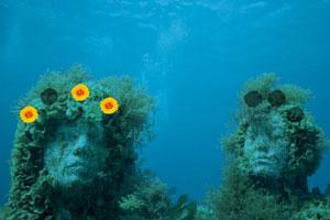 逃出海下潜水艇