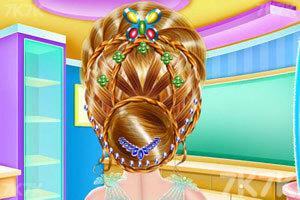 《女孩编织发型》游戏画面1