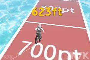 《自行车山丘大赛》游戏画面3